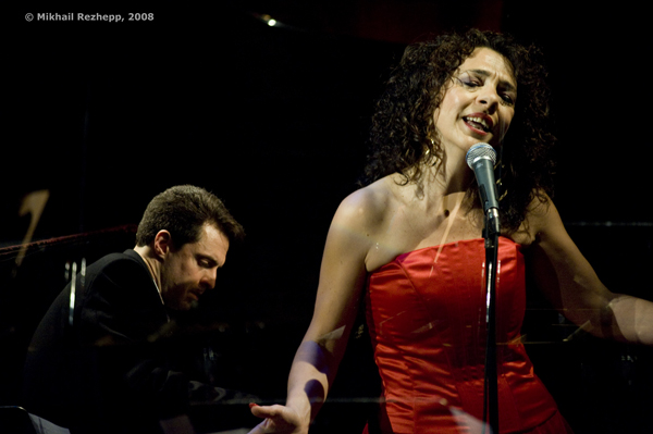 International Vocalist Lua Hadar Heads To San Francisco's Stylish Bliss Bar